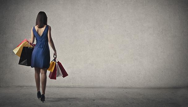 E-Commerce der Taschen füllt